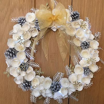 Paper wreath for Christmas on the magick minx website